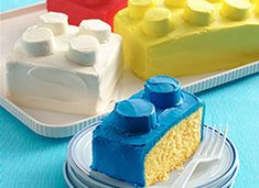 Make LEGO Cakes! Betty Crocker. The round nubbins are marshmallows cut in half and frosted. Even I think I may be able to handle that!