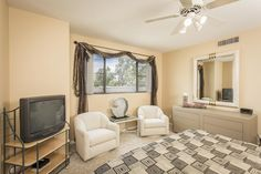 Gainey Ranch townhome is ready for move in. Enjoy views and a close location to shops, dining and entertainment.