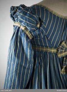 Digitalt Museum - Omkring Nordiska museet inv nr Look at the wonderful detail of the sleeve! 1800s Fashion, 19th Century Fashion, Vintage Fashion, Regency Dress, Regency Era, 1920s Dress, Historical Costume, Historical Clothing, Historical Dress