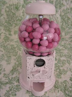 Vintage Pink Candy Machine w/ pink candies! Colorful Candy, Pink Candy, Cute Pink, Pretty In Pink, I Believe In Pink, Gadgets, Gumball Machine, Fuchsia, Purple