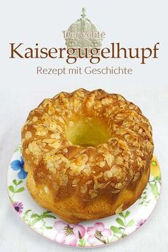 Don't think you have a real Kaisergugelhupf in the oven or on your plate if it doesn't consist of thick yeast dough. After all, we know that the Internet is full of fake nonsense! A Kaier Gugelhupf is a delicious pastry. my saucepan bake Quick Dessert Recipes, Easy Cake Recipes, Baking Recipes, Vegan Recipes, Recipes Dinner, Desserts Végétaliens, Health Desserts, Plated Desserts, Pudding Cake