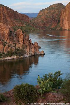 Canyon Lake in the Superstition Mountains along the Apache Trail, Tonto National Forest, near Phoenix, Arizona, USA