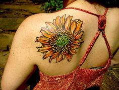 Some of the best sunflower tattoos ideas that will blow your mind off added exclusively. While many flower tattoos can look amazing, nothing beats sunflower tattoos. Sunflower Tattoo Sleeve, Sunflower Tattoo Shoulder, Back Of Shoulder Tattoo, Sunflower Tattoo Small, Sunflower Tattoos, Sunflower Tattoo Design, Sunflower Art, Body Art Tattoos, Sleeve Tattoos