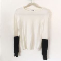 Forever 21 color block sweater Soft color block sweater. Off white sweater with black sleeves on the forearms. Slight pilling but nothing too noticeable. Forever 21 Sweaters Crew & Scoop Necks