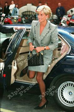 026318 04-22-1997 Princess Diana Visits St Mary's Hospital in London For the Cosmic Charity on Behalf of the Paediatric Intensive Care Unit. Photo by Dave Chancellor-alpha-Globe Photos