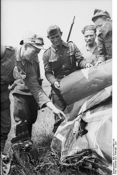 A member of the Großdeutschland Feldgendarmerie and some Romanian soldiers examine the wreckage of a Soviet plane. Area of Târgu Frumos, Romania, between 2 and 8 May 1944.