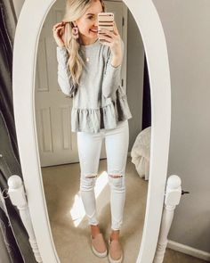 Spring 2018 fashion inspo for busy mom life - easy casual and chic fashion Look Fashion, Autumn Fashion, Fashion Outfits, Womens Fashion, Fashion Trends, Spring Fashion, Look Jean, Casual Outfits, Cute Outfits
