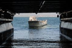 Landing Craft Utility (LCU) 1630 enters the well deck of Wasp-class amphibious assault ship USS Essex (LHD 2). | Flickr - Photo Sharing!