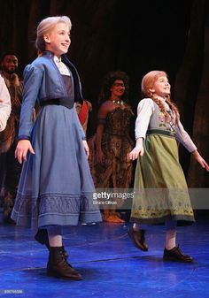 Broadway Costumes, Theatre Costumes, Cool Costumes, Costume Ideas, Frozen On Broadway, Frozen Musical, Anna Frozen Costume, Anna Costume, Kristoff Frozen