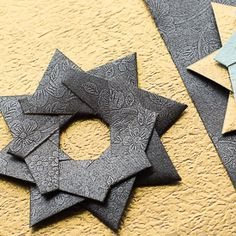 DIY tutorial for a beautiful origami star. Completely glueless project!