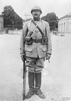 WWI, July 1917, Vincennes: French soldier displaying uniform and equipment of a dismounted dragoon. ©IWM Q 50379