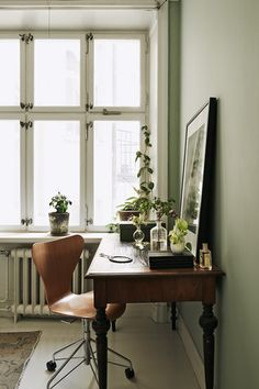 Check Out 20 Farmhouse Home Office Design Ideas. A farmhouse home office is a place, which will embrace you completely with its coziness, so you will work, work and work and won't like to live this space! Home Office Space, Home Office Design, Home Office Decor, Home Interior Design, Home Decor, Office Ideas, Sunroom Office, Studio Interior, French Interior