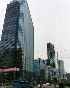 Milano da bere. #milano #milan #milanodavedere #milanodabere #city #skyscraper #picoftheday #italia #italy #wanderlust #notallwhowanderarelost #ilovemyjob by miss_b_official