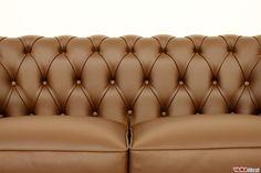Divano Chesterfield piccolo Chesterino - VAMA Divani Sofa Frame, Chesterfield Sofa, Sofa Design, Couch, Furniture, Sofas, Home Decor, Bed, Classic