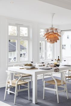 white dining (via villa: Denne villaen må du se!no) (my ideal home. My Ideal Home, Buying A New Home, House Inside, Blog Deco, Dining Room Design, Vintage Industrial Decor, Industrial Style, Home Interior Design, Home And Living