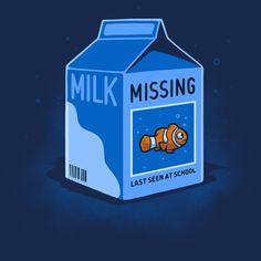 A Finding Nemo parody t-shirt by Nacho Diaz Arjona aka Naolito. Disney's Clownfish Nemo is the missing child on the milk carton. Cute Tshirts, Cool T Shirts, Kids Shirts, Winnie The Poo, Cinema, Twisted Disney, Fish Design, Fishing T Shirts, Finding Nemo