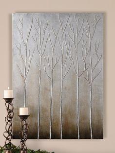 Para decorar un jarrón, relieve con hilos de papel higiénico y pintar con pinturas metalizadas