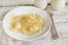 I ravioli mantovani all'orata sono una reinterpretazione di una ricetta della tradizione lombarda, utilizzate pesce fresco, zucca e grana padano.