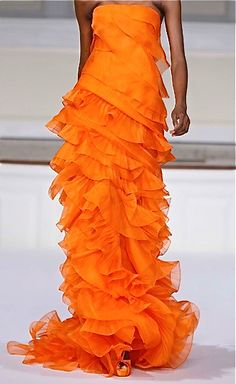 I wish I had designed this. (if only I could!)  It is so beautiful. Oscar de la Renta