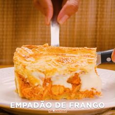 Receita de Empadão de frango delicioso Enviada por TudoGostoso e demora apenas 40 minutos - pizza के लिए शिल्प Confort Food, Good Food, Yummy Food, Food Dishes, Dishes Recipes, Pasta Recipes, Food Videos, Food Porn, Dessert Recipes
