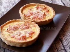 para 6 mini quiches: Masa Quebrada 1 : Ver receta aquí Relleno: Huevos 3 Crema de leche 100 ml Leche 100 ml Sal, pimienta , nuez