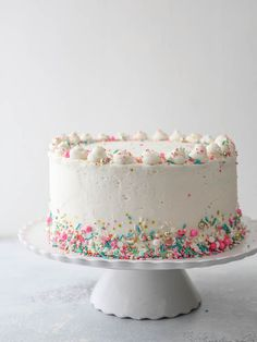How to frost a layer cake - it's not that scary, I'll show you how! - How to frost a layer cake – it's not that scary, I'll show you how! Pretty Cakes, Cute Cakes, Beautiful Cakes, Amazing Cakes, 2 Layer Cakes, Flat Cakes, Girly Cakes, Pink Cakes, Salty Cake