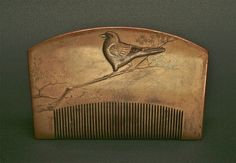 Decorative comb Japan, Edo Period, mid. to late 18C Wood, gold lacquer ( maki-e ) W: 12cm