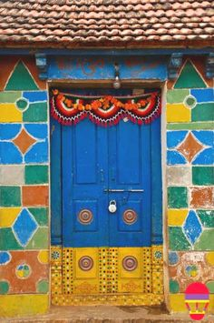 The India Tube - The Lambadis' doors in Andhra Pradesh - Cris Figueired♥ Cool Doors, Unique Doors, When One Door Closes, Pattern And Decoration, Thinking Day, Painted Doors, Wooden Doors, Closed Doors, Door Knockers