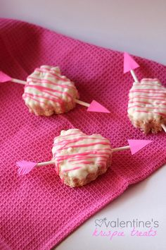 Valentine's Heart Krispie Treats | Cookies and Cups