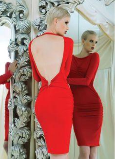 Cortes ladies y ajustados en la nueva colección de vestidos de fiesta de Lunatic Italy en Ottro.com