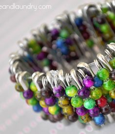 Fun summer craft - - safety pin bead bracelet - with a great tutorial!