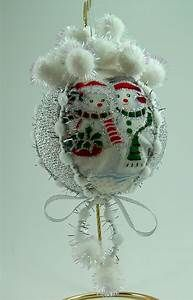 25+ best ideas about Quilted christmas ornaments on Pinterest | Fabric ornaments, Folded fabric ...