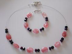 Parure collier et bracelet en quartz cherry, perles facettées violettes et noires : Parure par delicious-jewels