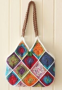 Crochet squares bag - free pattern from A Creative Being blog.  This looks like an excellent tutorial with great photos ... it's gorgeous!