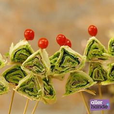 Wrap a Christmas tree! Voor het echte kerstgevoel, ook op tafel. #allerhande #recept #kerst #easy #xmas #kerstboom #wrap #hapje #snack #ahkerstfestival #allerhandekerstfestival #snack #diner Lunch Wraps, Healthy Snacks, Healthy Recipes, Snacks Für Party, Wrap Recipes, Kids Meals, Real Food Recipes, Green Beans, Tapas