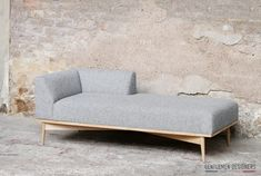 Creative And Inexpensive Cool Tips: Futon Sofa Sleep futon bedroom guys. Futon Mattress, Futon Sofa, Canapé Convertible Vintage, Chaise Longue Design, Cool Furniture, Furniture Design, Queen Futon, Interior Design, Sofa Design
