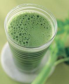 Kickstart dit vægttab med denne super-udrensende juice. Denne grønne cocktail er fyldt med klorofyl, kalium, pektin og C-vitamin, der vil sætte gang i kroppens udrensning af toksiner og være med til at fjerne det stædige fedt.