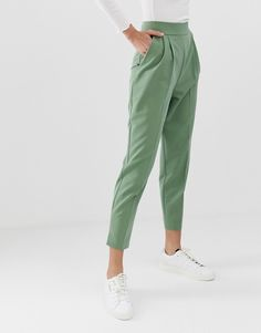 Shop the latest ASOS DESIGN high waist tapered pants trends with ASOS! Trousers Women Outfit, Pants Outfit, Pants For Women, Fashion Pants, Fashion Outfits, Tapered Trousers, Pants Pattern, Business Outfits, Trouser Pants