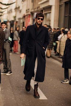 Street style, i look dalla Paris Fashion Week Men's AI Style Gentleman, Gentleman Mode, Look Street Style, Street Style Summer, Raf Simons, Style Chic Parisien, Fashion Week Hommes, Paris Fashion, Men Fashion