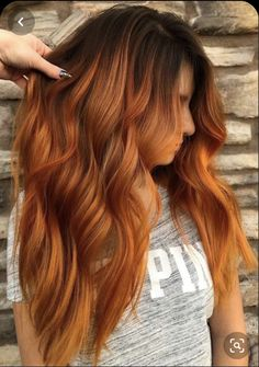 39 Hottest Copper Red Hair Colors for Long Hairstyles in 2019 Browse here to see the best and hot copper red hair color trends and shades for You may use to sport this beautiful hair color to make your long locks more cute. Red Copper Hair Color, Ginger Hair Color, Red Color, Copper Ombre, Best Copper Hair Dye, Ombre Ginger Hair, Copper Bayalage, Golden Copper Hair, Beautiful Hair Color