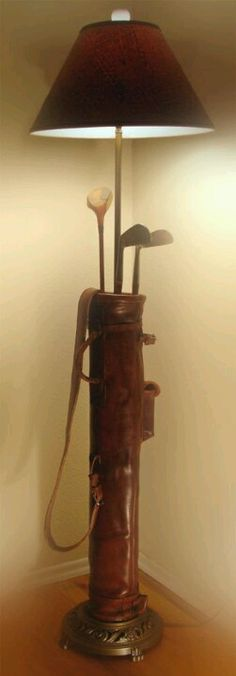 A Golf Bag Floor Lamp. I wonder if I could make this out of my grandmother's golf bag and clubs? A Golf Bag Floor Lamp. I wonder if I could make this out of my grandmother's golf bag and clubs? Golf Club Crafts, Golf Club Art, Golfball, Lampe Metal, Golf Room, Deco Luminaire, Best Golf Clubs, Golf Theme, Vintage Golf