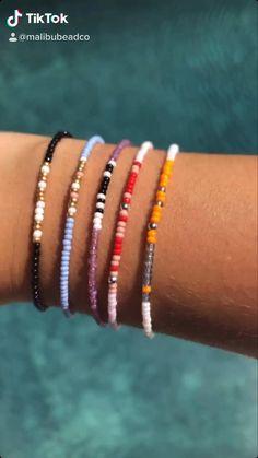 Homemade Bracelets, Diy Bracelets Easy, Summer Bracelets, Bracelet Crafts, Cute Bracelets, Homemade Jewelry, Seed Bead Bracelets Diy, Seed Bead Crafts, Polymer Clay Bracelet