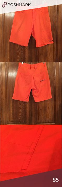 """Oakley Orange Board Shorts Well loved size 30 made of 94% polyester and 6% spandex. The seat of the Shorts have some piling that is the only flaw. Front and back pockets. The waist measures approximately 15""""flat and the rise measures approximately 11""""flat. The inseam measures approximately 9.25"""" Oakley Swim Board Shorts"""