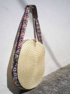 Bag made of Portuguese rye straw, finished with vibrant and colorful linen fabric. It has a long strap with a piece of Portuguese cork fabric that fits your shoNEW Straw bag 45 cm Large Straw Round shoulder Bag Basket-Handmade-Grocery Basket-Straw Tote ba Fabric Handbags, Purses And Handbags, Diy Pochette, Cork Fabric, Linen Fabric, Diy Handbag, Round Bag, Handmade Purses, Straw Tote