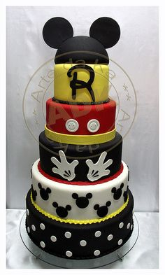 Mickey Mouse cake by Arte Da Ka  I love anything Mickey
