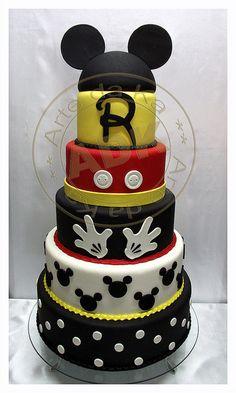 Mickey Mouse cake by Arte Da Ka  I love anything Mickey