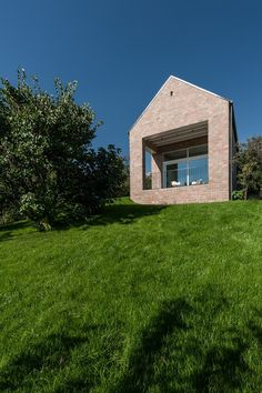 Image 18 of 37 from gallery of The Long Brick House / Foldes Architects. Photograph by Levente Sirokai Brick Architecture, Amazing Architecture, Contemporary Architecture, Stone Masonry, House Siding, Container House Design, Traditional House, Gallery, Store Design