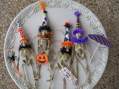 Items similar to Skeleton Garland: A Halloween Decoration on Etsy Halloween Ornaments, Halloween Trees, Halloween Skeletons, Halloween Projects, Halloween 2020, Holidays Halloween, Halloween Crafts, Holiday Crafts, Happy Halloween