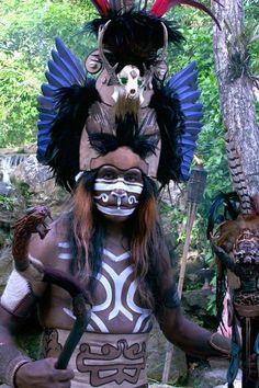 Los Mayas concibieron a sus dioses como energías invisibles que se manifestaban a través de fenómenos de la naturaleza, los animales y los astros.