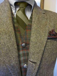 Brown herringbone tweed jacket w/ plaid waistcoat- UK Style Tweed Run, Tweed Jacket, Plaid Vest, Suit Fashion, Look Fashion, Mens Fashion, Fall Fashion, Sharp Dressed Man, Well Dressed Men